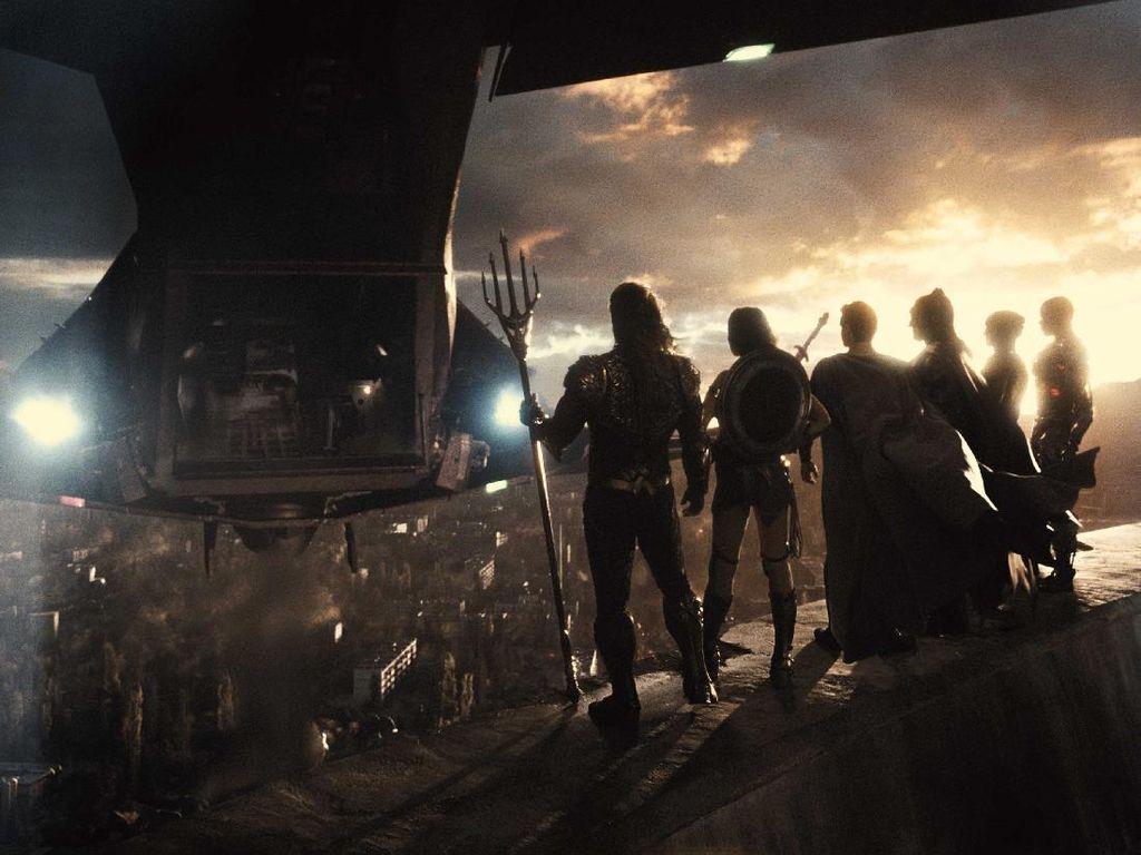 Zack Snyder Minta Fans Optimis Justice League Dibuat Sekuel