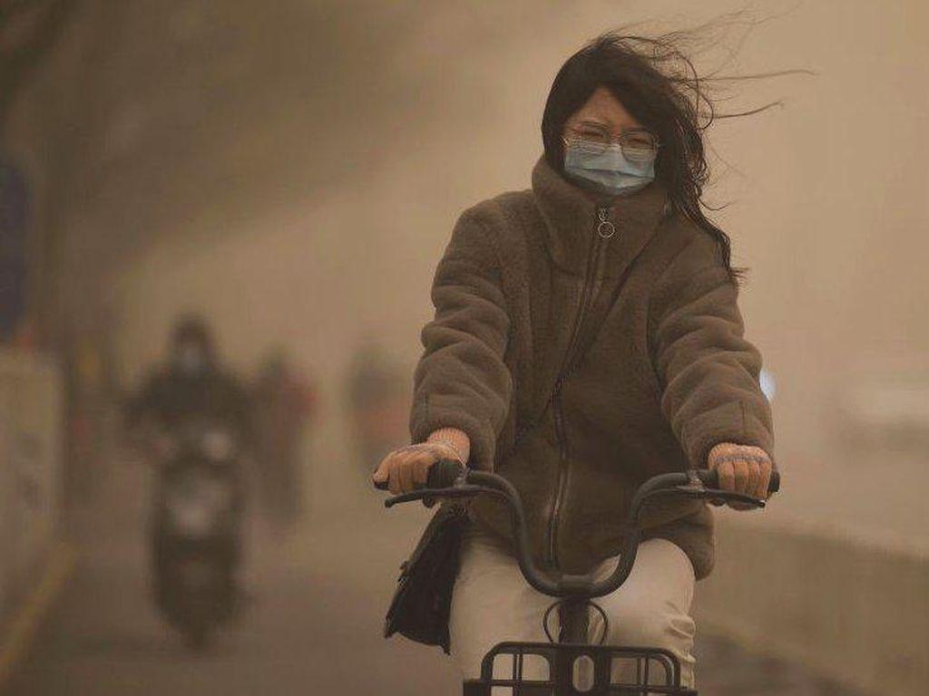 Badai Pasir Melanda Beijing, Warga Sebut Kondisi Seperti Kiamat
