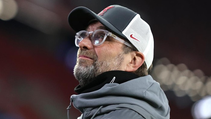 BUDAPEST, HUNGARY - MARCH 10: Jurgen Klopp, Manager of Liverpool looks on prior to the UEFA Champions League Round of 16 match between Liverpool FC and RB Leipzig at  the Puskas Arena on March 10, 2021 in Budapest, Hungary. Sporting stadiums around Germany remain under strict restrictions due to the Coronavirus Pandemic as Government social distancing laws prohibit fans inside venues resulting in games being played behind closed doors. (Photo by David Balogh/Getty Images)