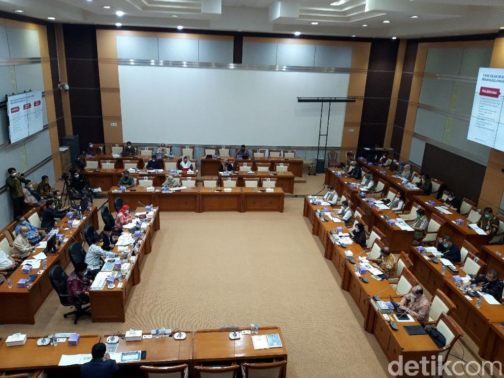 Kepala BNPB Ungkap Tren Bencana Naik di Rapat DPR, Harap Anggaran Ditambah
