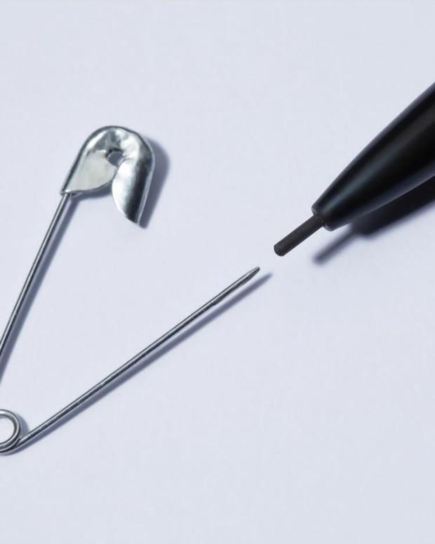 Luncurkan Pensil Alis Setebal 0.9mm, Huda Beauty #BombBrow Microshade Pensil Buat Alis Tampak Realistis/instagram.com/hudabeauty