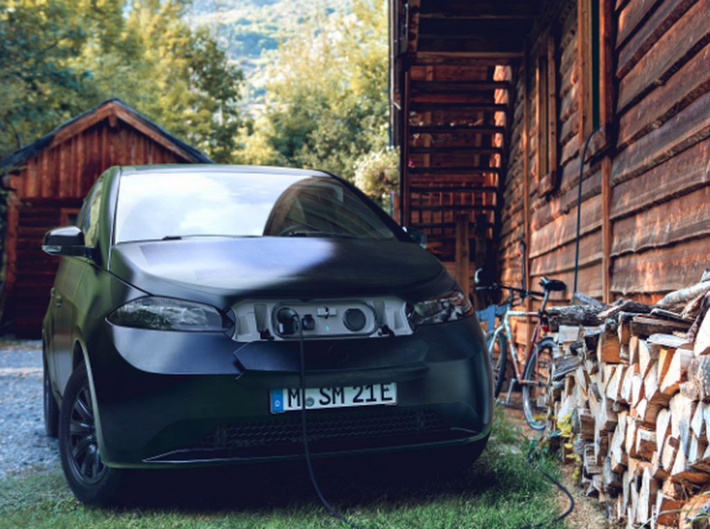 Ini Sion! Mobil Listrik dengan Panel Surya, Bisa Isi Daya Sendiri