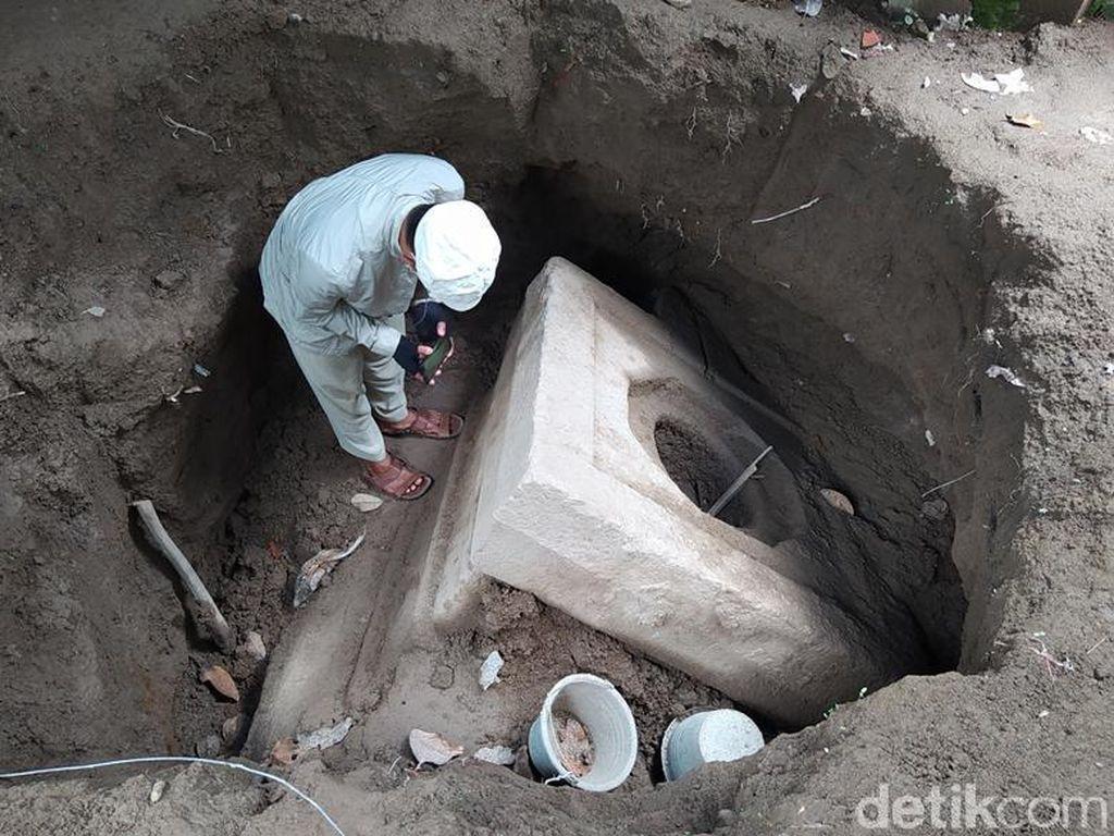 Yoni Raksasa dengan Hiasan Nandi Ditemukan di Magelang