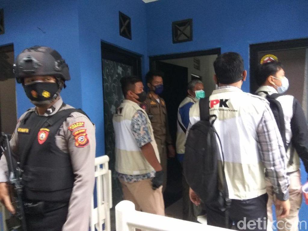 Petugas KPK Datangi Rumah Pribadi Bupati Bandung Barat Aa Umbara