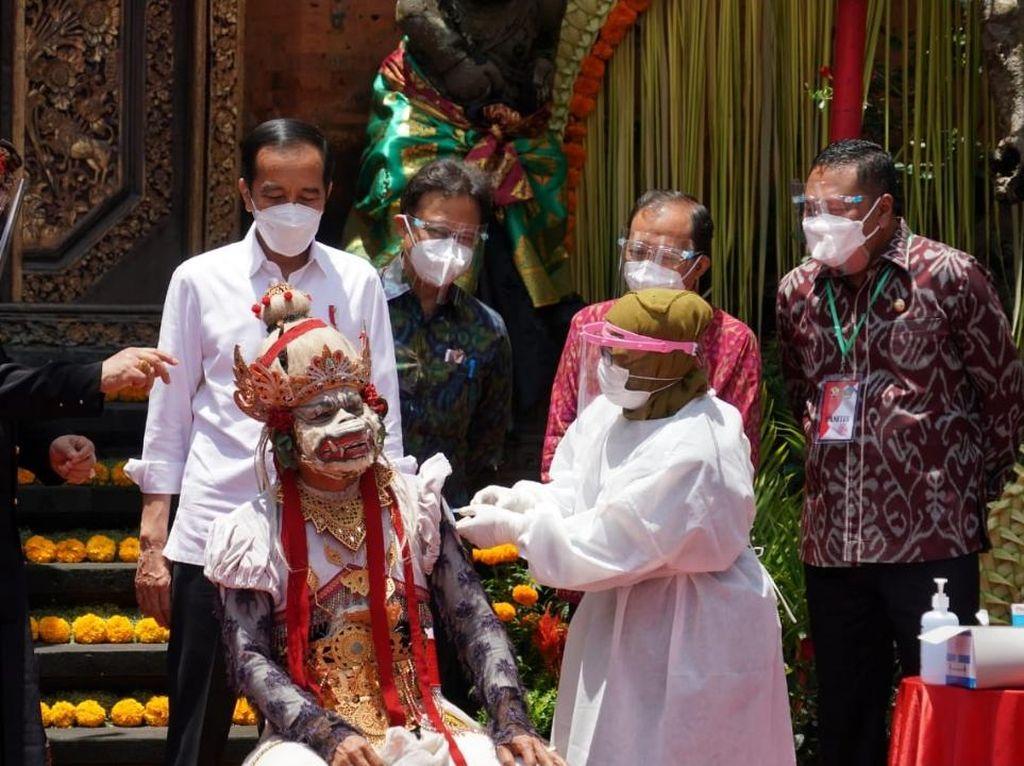 Ciptakan Wilayah Bebas Corona, 680 Pekerja Pariwisata Ubud Divaksin Covid-19