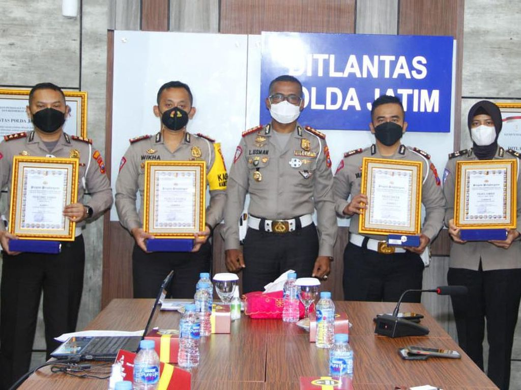 Polisi Sidoarjo Raih Juara 2 Road Safety Partnership Action dari Korlantas
