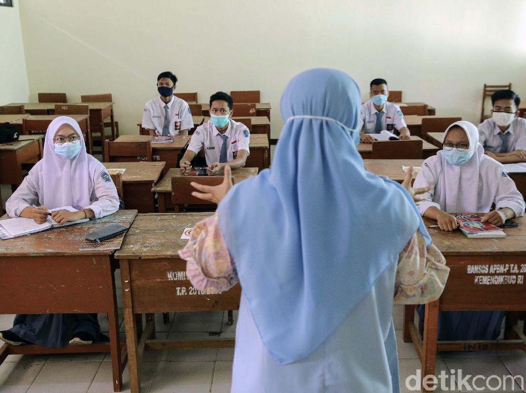 Ironi Sekolah Tatap Muka di Daerah PPKM Level 4
