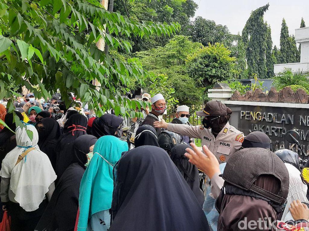 35 Simpatisan Habib Rizieq yang Diamankan dari PN Jaktim Sudah Dipulangkan