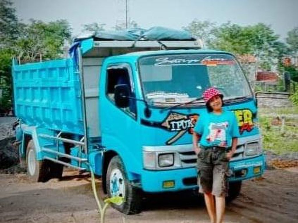 Desi Sinden Ungkap Pernah Ditodong Celurit Saat Bawa Dump Truck