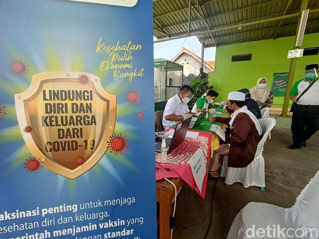 Wagub Uu Targetkan 80 Persen Penduduk di Jawa Barat Divaksin Corona
