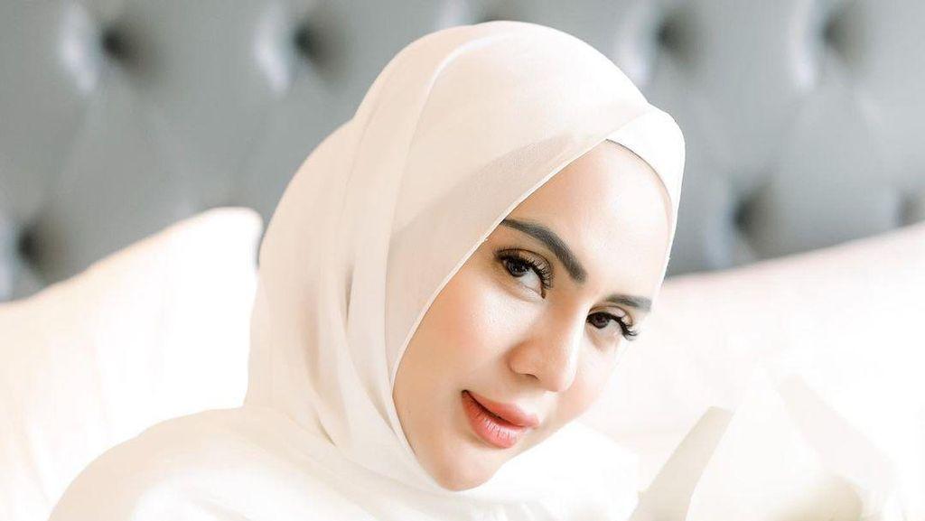Anggita Sari Bikin Heboh Pamer Foto Lepas Hijab, Ini Transformasi Gayanya