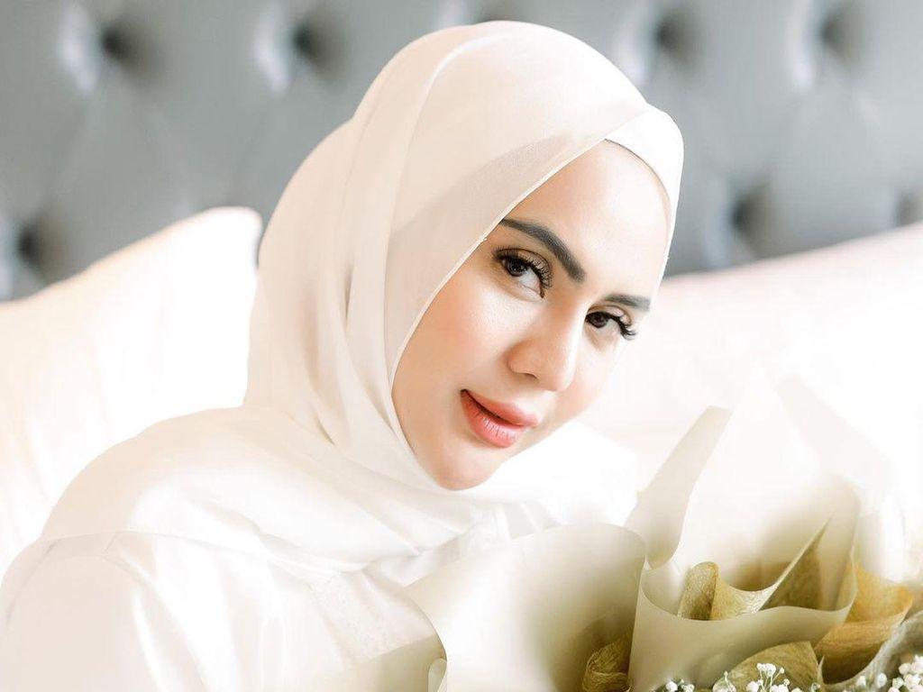 Anggita Sari Lepas Hijab, Tegaskan Bukan untuk Dicontoh