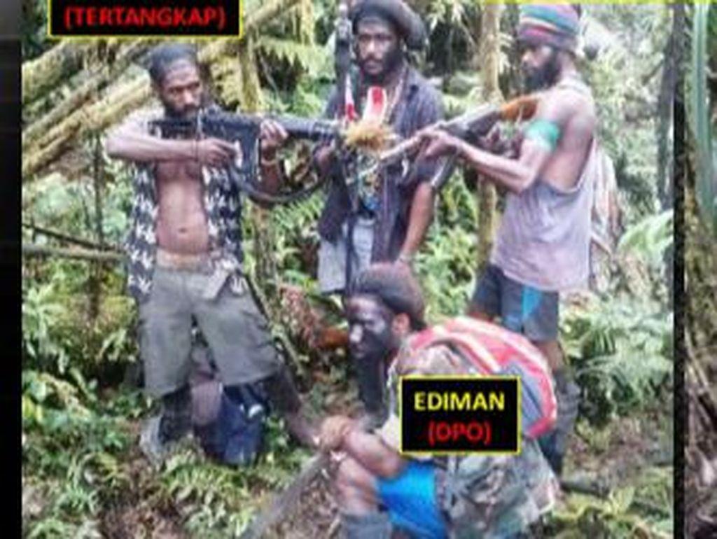 Cek HP KKB Ditangkap di Mimika, Polisi Temukan Foto Aksi Penembakan