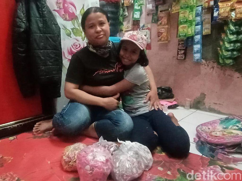 Cerita Kiprah Etin Bocah Gombal Penjual Permen di Bandung