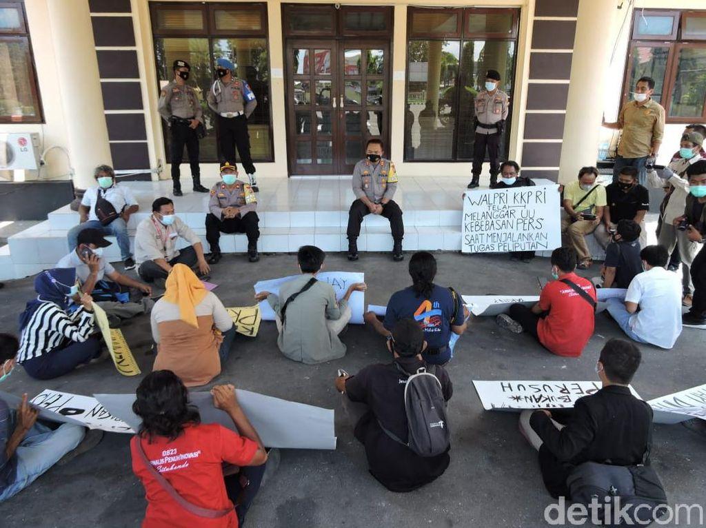 Jurnalis Situbondo Demo Kecam Kekerasan Oknum Pengawal Menteri