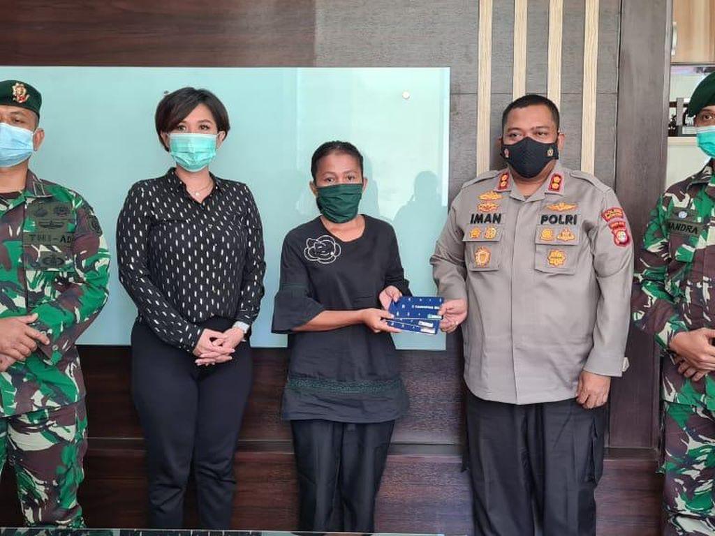 Kapolres Tangsel Salurkan Beasiswa bagi Anak Korban Penembakan di Cengkareng