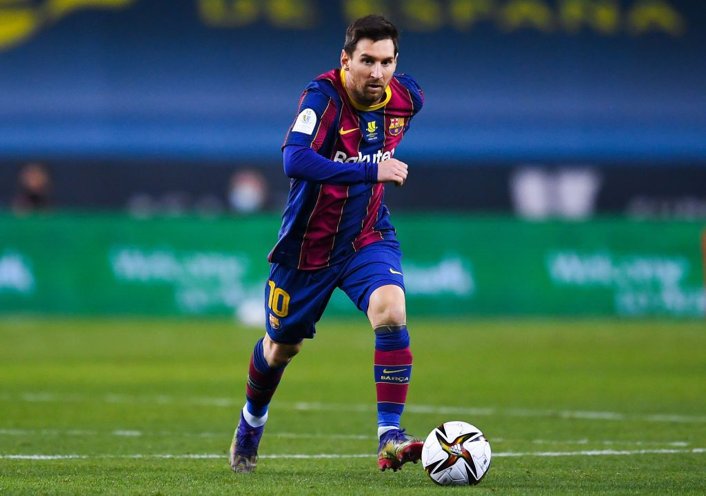 SEVILLE, SPAIN - JANUARY 17: Lionel Messi of FC Barcelona runs with the ball during the Supercopa de Espana Final match between FC Barcelona and Athletic Club at Estadio de La Cartuja on January 17, 2021 in Seville, Spain. Sporting stadiums around Spain remain under strict restrictions due to the Coronavirus Pandemic as Government social distancing laws prohibit fans inside venues resulting in games being played behind closed doors. (Photo by David Ramos/Getty Images)
