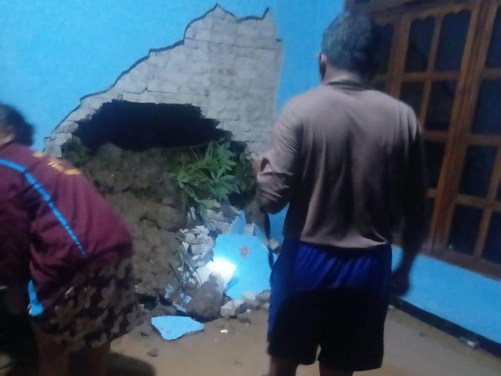 Selain Banjir di 6 Desa, Hujan Lebat Magetan Juga Sebabkan Longsor