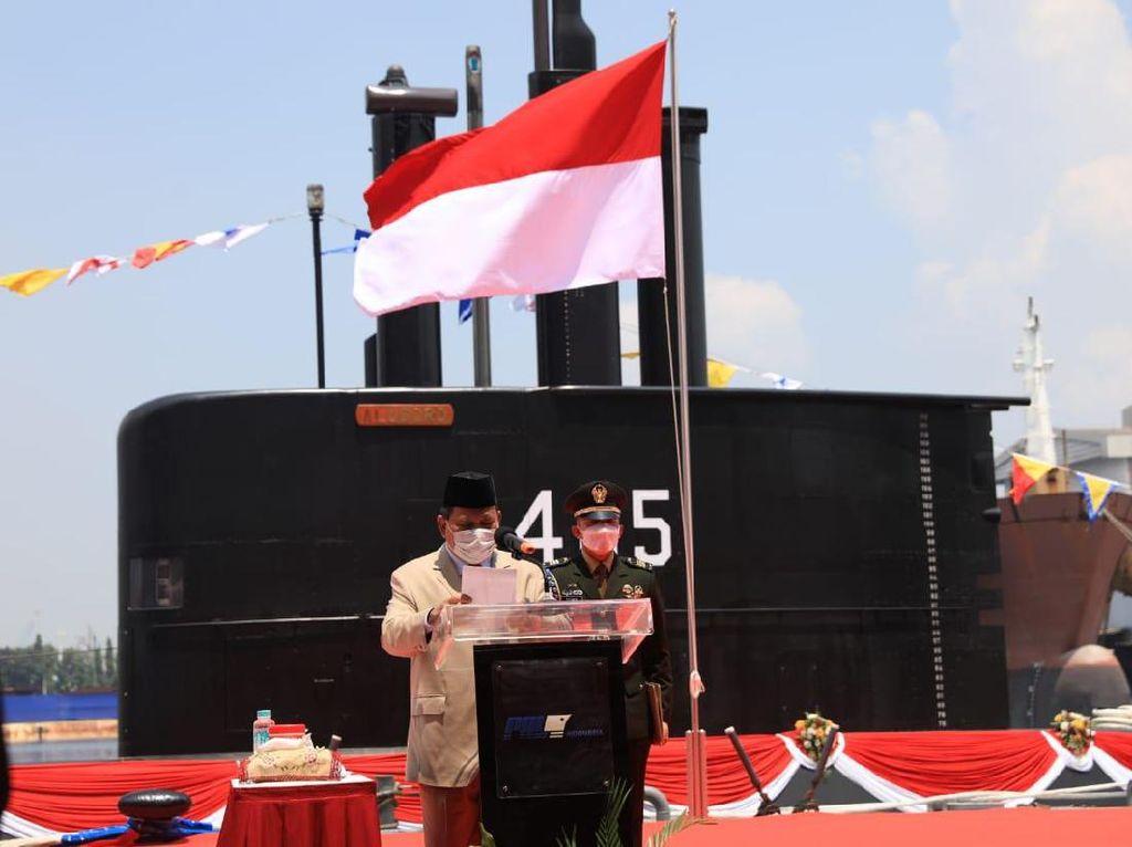 Prabowo Serah Terimakan Kapal Selam Buatan Dalam Negeri: KRI Alugoro-405