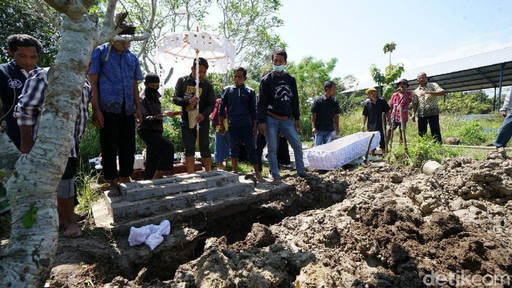 Momen Pemakaman Legenda Tayub Sragen Bu Suji Mentir