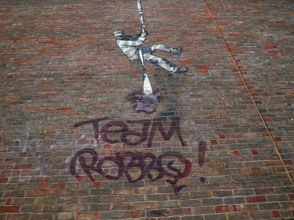 Duh! Mural Banksy di Bekas Dinding Penjara Dirusak Rivalnya