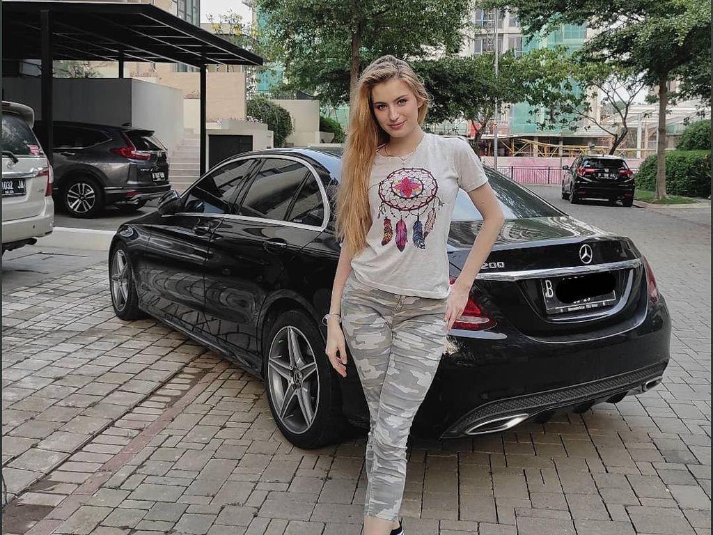 Kata Model Rusia, Istri Aktor Indonesia yang Kecantikannya Viral