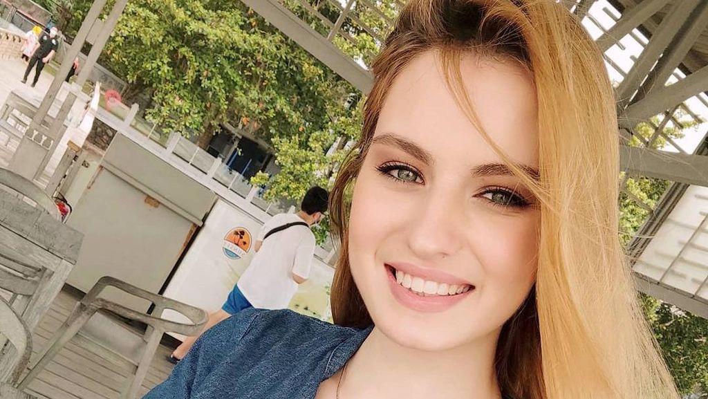 8 Potret Wanita Cantik Rusia yang Viral, Ternyata Suaminya Aktor Indonesia