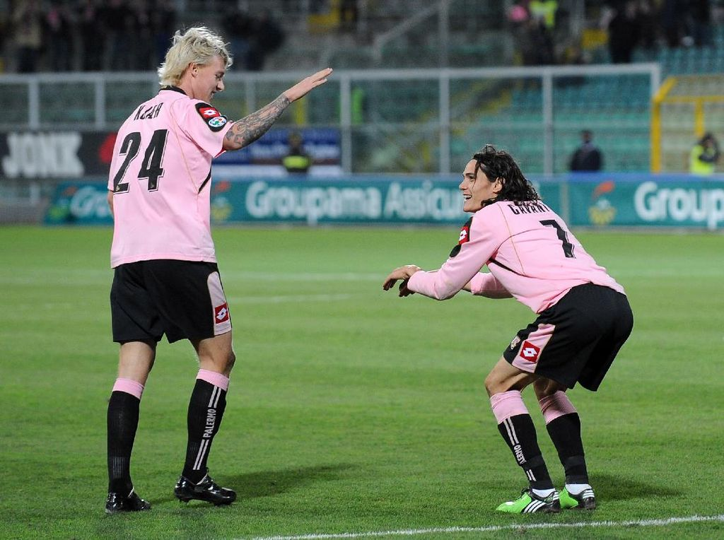 Milan Vs Man United: Duel Teman Lama, Kjaer dan Cavani