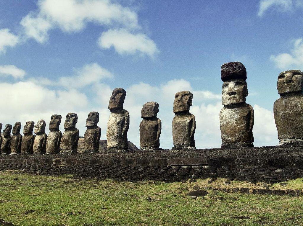 Siapakah Penghuni Pulau Paskah yang Punya Banyak Patung Raksasa?