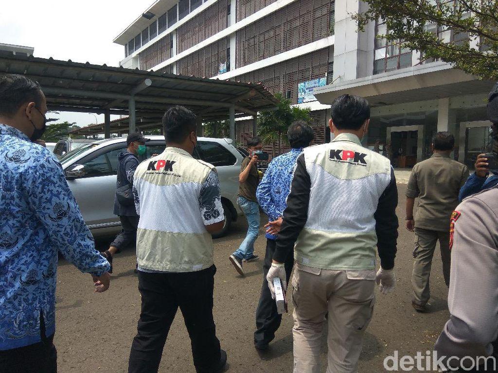 Jejak Penggeledahan KPK Usut Korupsi Bansos COVID-19 di Bandung Barat
