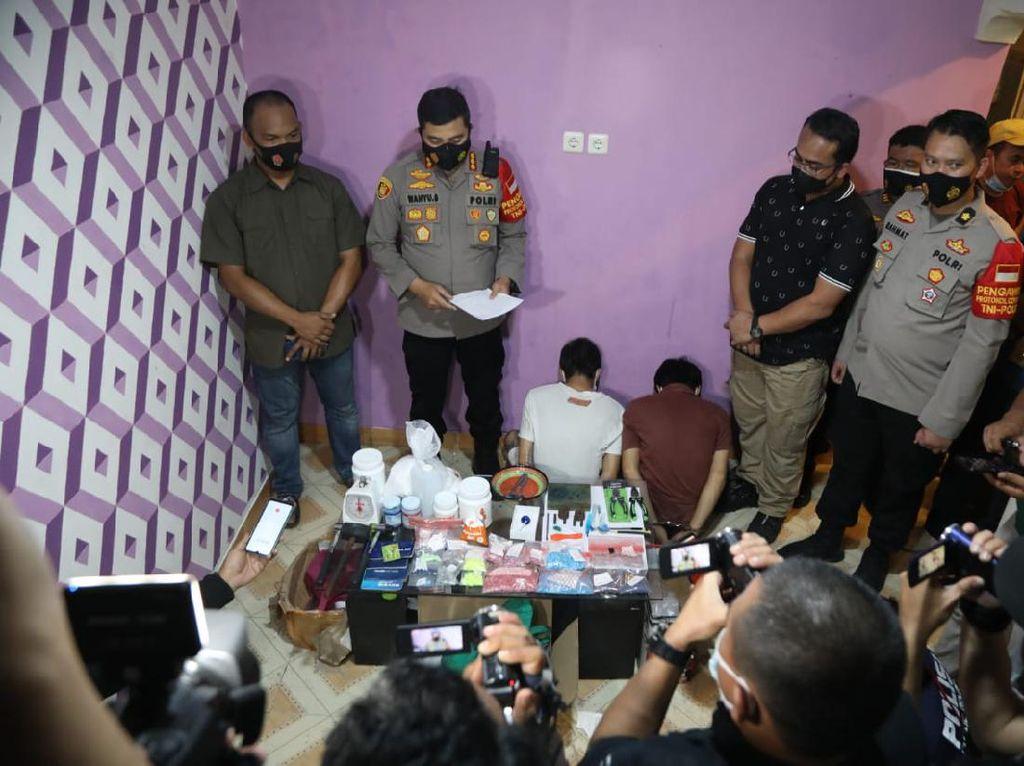 Polisi Gerebek Produsen Ekstasi-Inex Rumahan di Tangerang
