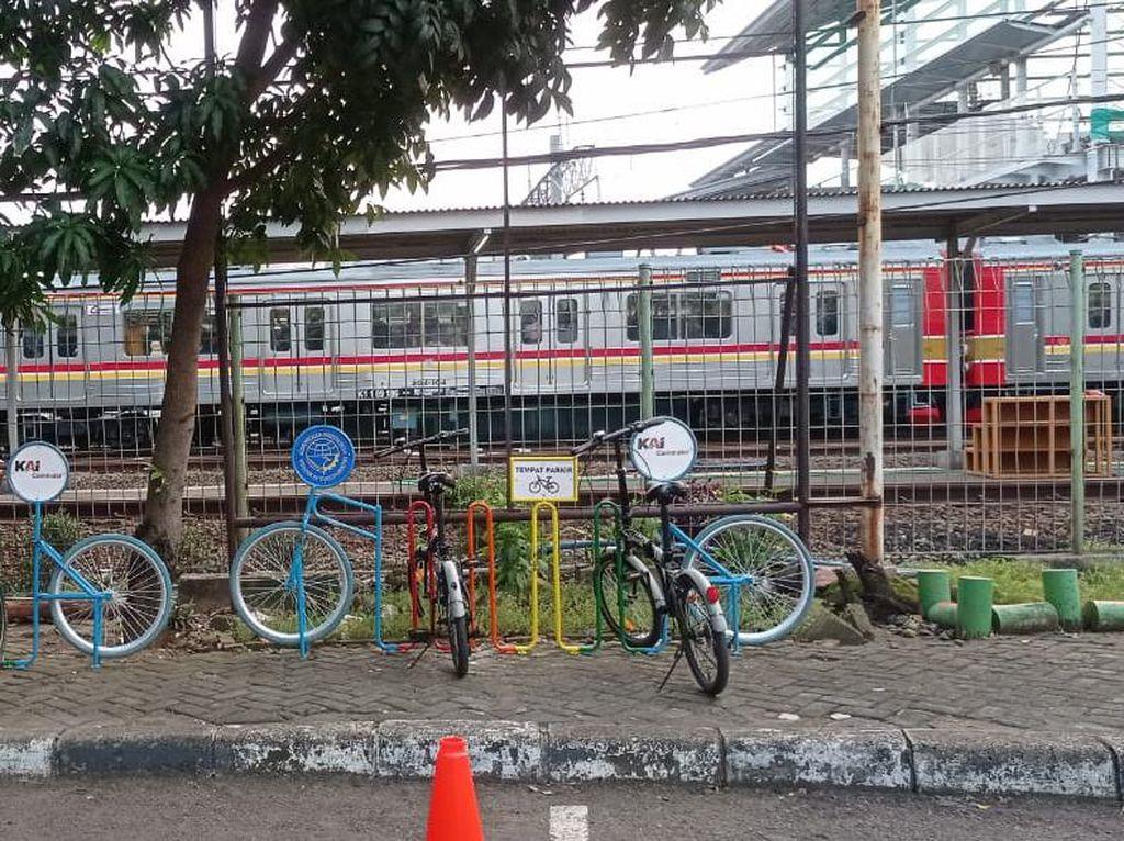Rak #ParkiruntukSepeda Tersedia di 22 Stasiun KRL Jakarta dan Sekitarnya