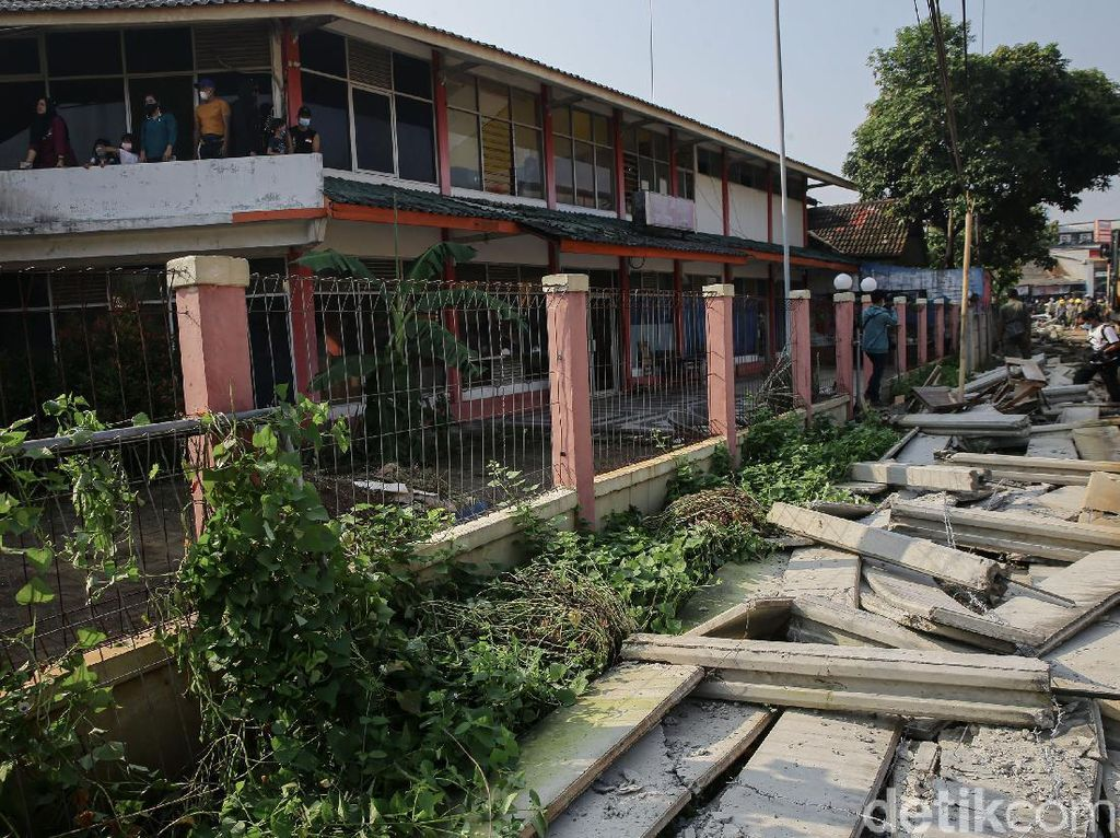 Tembok Tutupi Rumahnya Dibongkar, Warga Ciledug Trauma Diancam Sajam