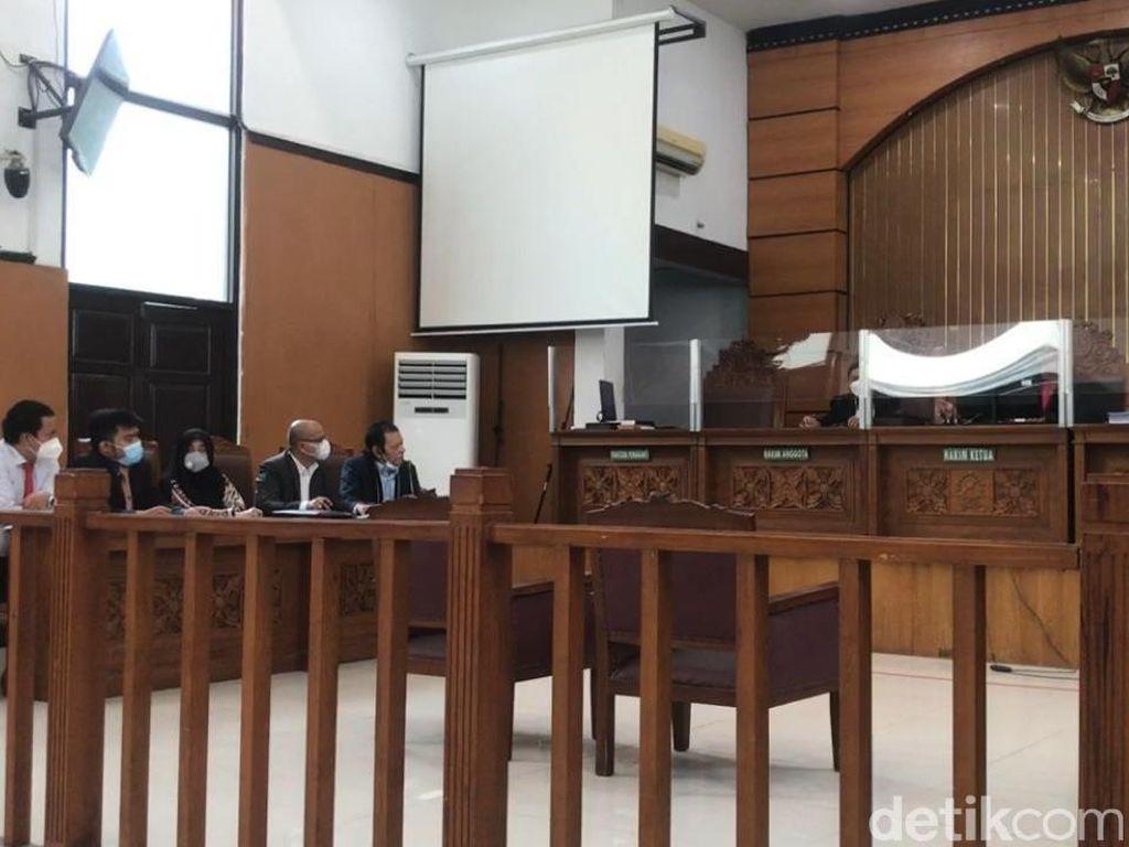 Tok! Hakim Nyatakan Praperadilan Kasus Kerumunan Habib Rizieq Gugur