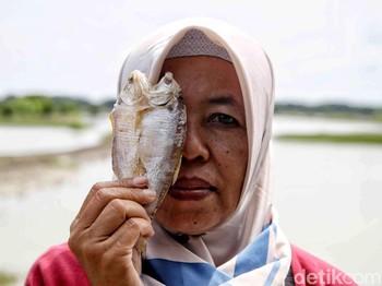 Perempuan Nelayan Melawan Gelombang