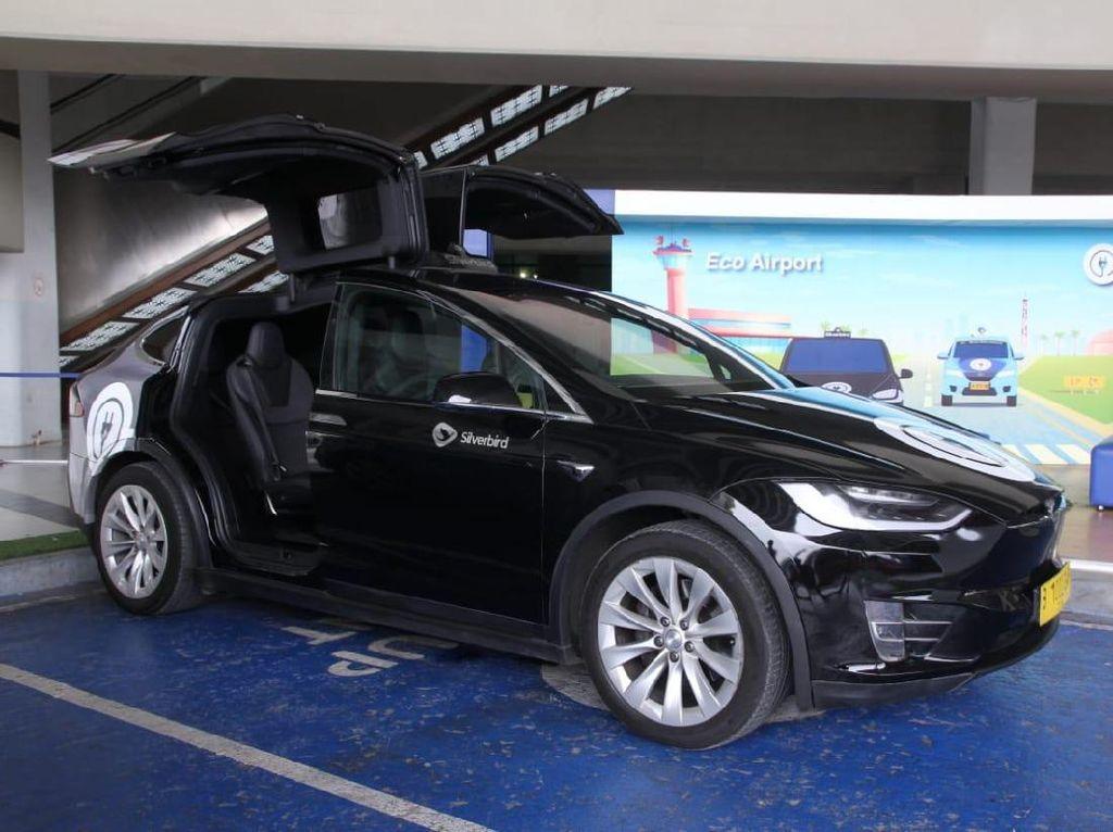 Mau Tahu Rasanya Naik Tesla? Kini Bisa Dicoba di Bandara Soekarno-Hatta