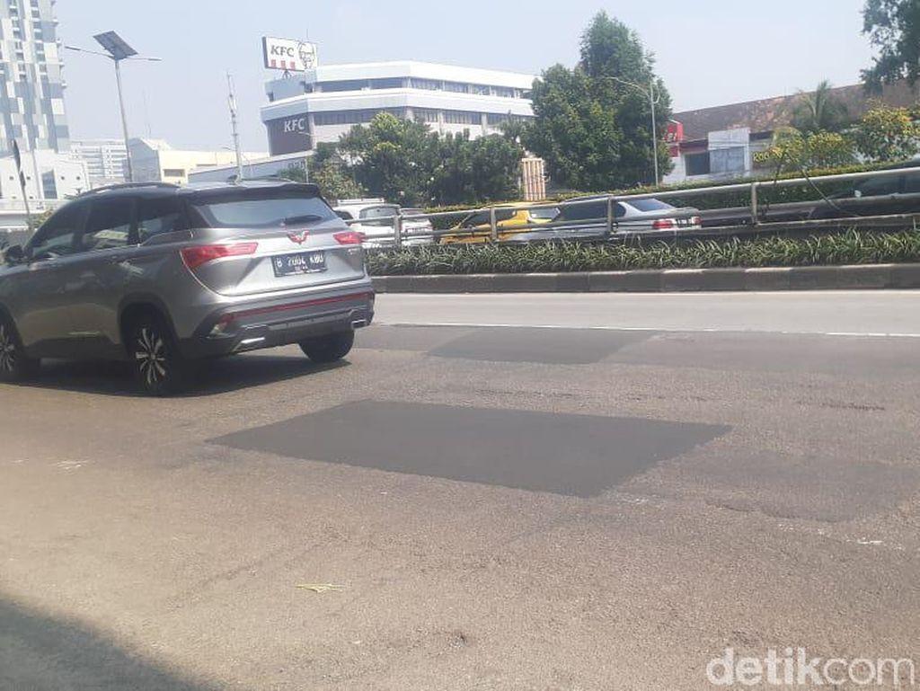 Lubang-lubang Jl MT Haryono Arah Pancoran Ditambal, Jalan Masih Belum Mulus