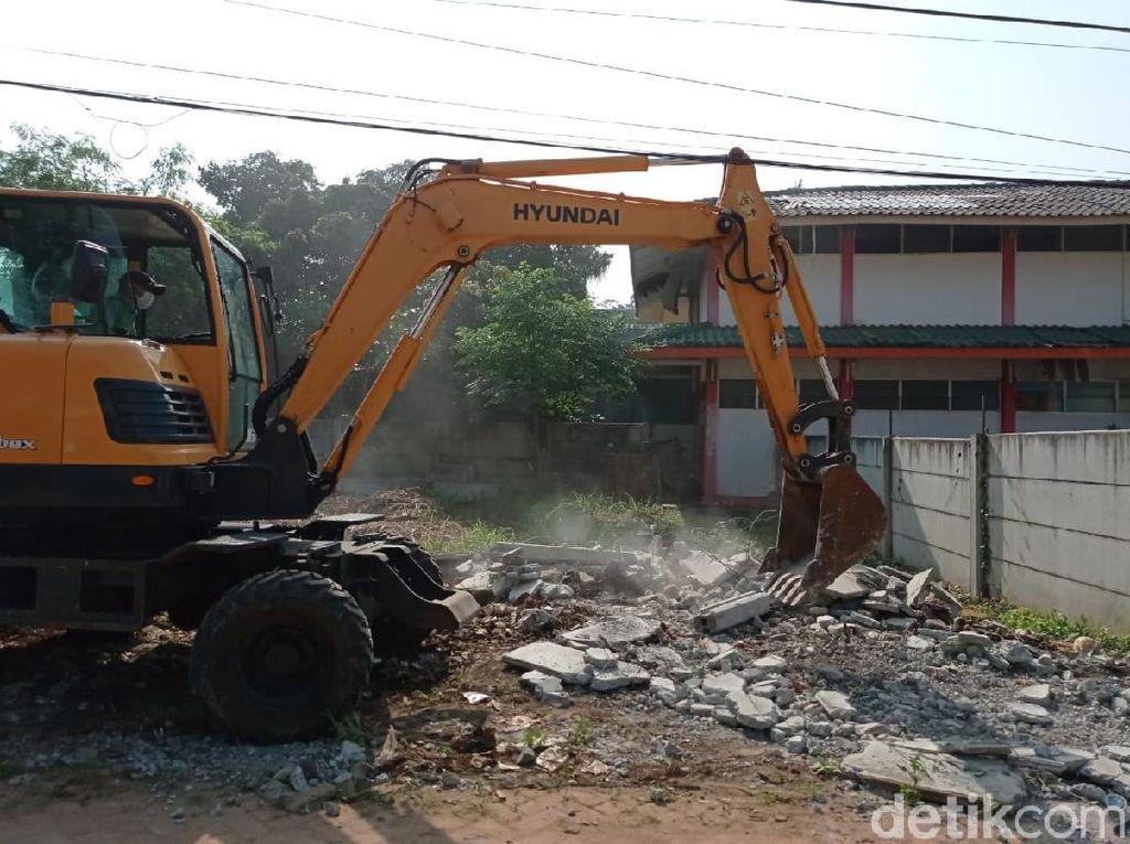 Tembok 2 Meter yang Tutup Akses Rumah Warga Ciledug Dirobohkan!