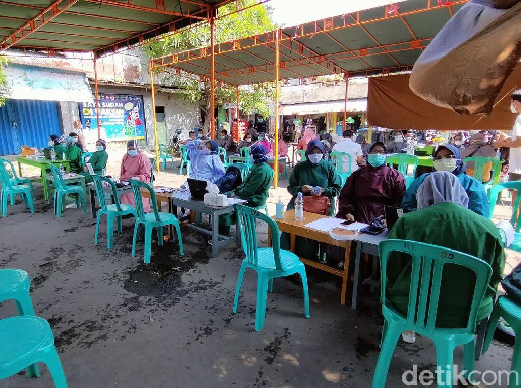 Barisan Kursi Kosong di Pasar Majalengka, Pedagang Takut Divaksinasi?