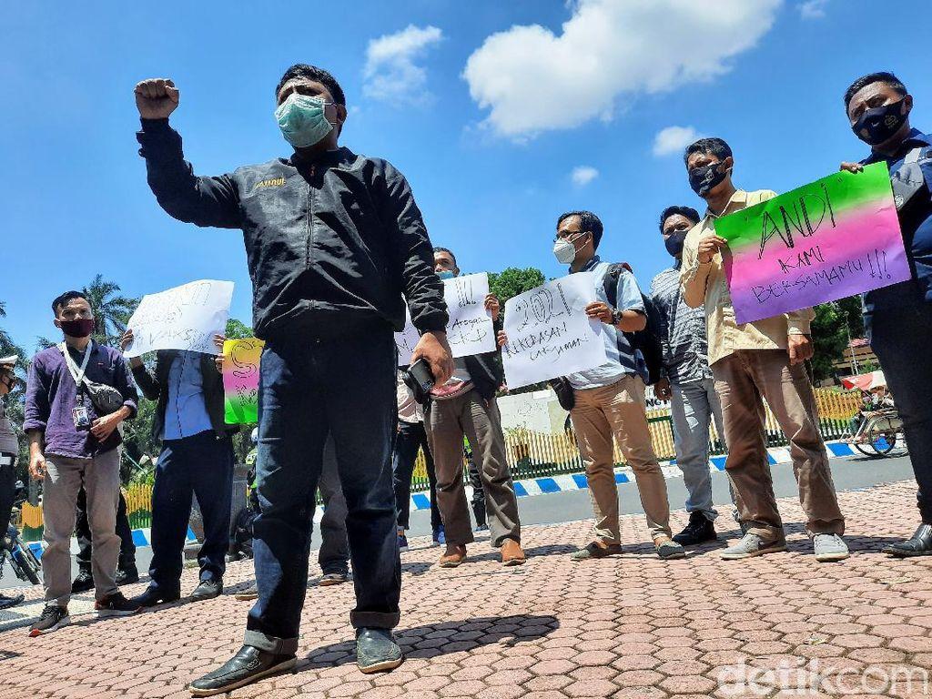 Aksi Solidaritas Jurnalis Bondowoso Kutuk Kekerasan Oknum Pengawal Menteri