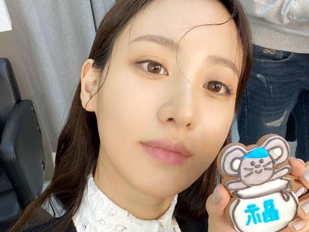 Claudia Kim Terlihat Cantik Saat Pamer Gelato hingga Cookies