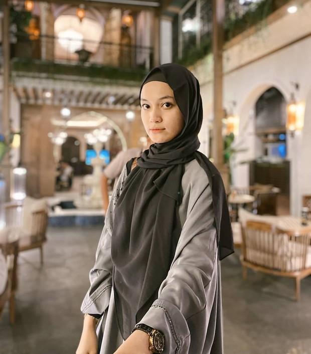 gaya hijab istri ustaz syam