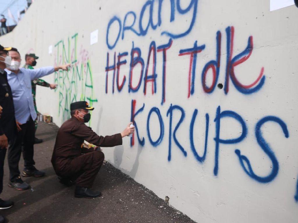 Grafiti Percantik Jembatan Kedungkandang Kota Malang, Ini Penilaian Netizen
