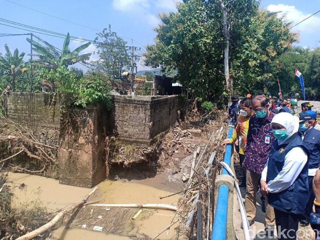 Cek Banjir di Magetan, Gubernur Khofifah Minta Prioritaskan Perbaikan Jembatan