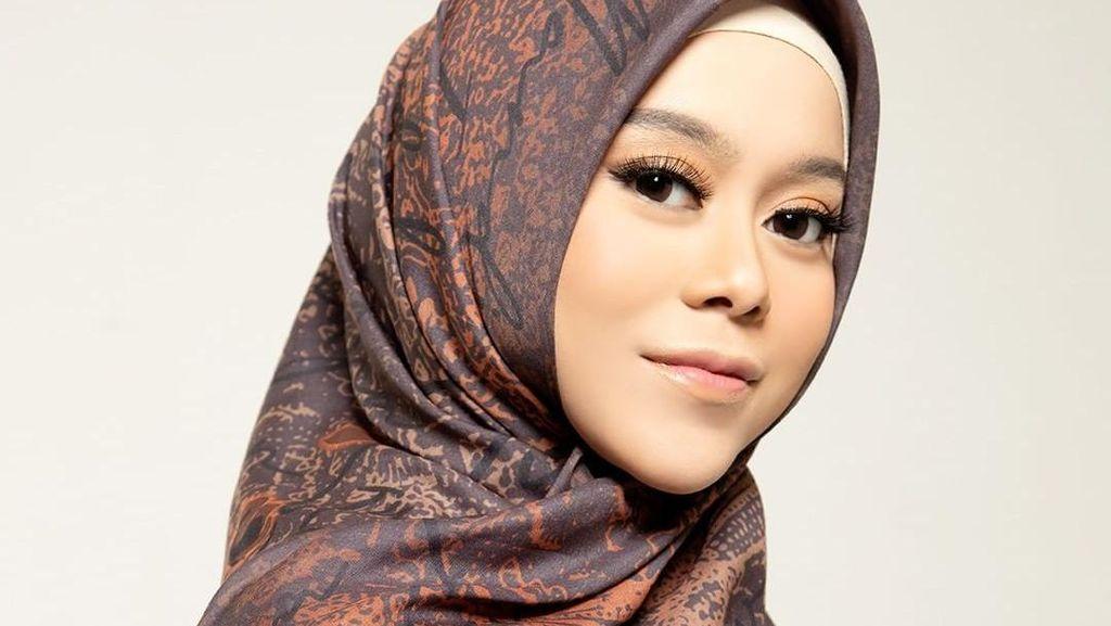8 Pesona Lesti Kejora Jadi Model Hijab Ivan Gunawan, Bikin Pangling