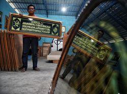 Wisata Religi Jadi Primadona, Perajin Kaligrafi Cuan Ratusan Juta