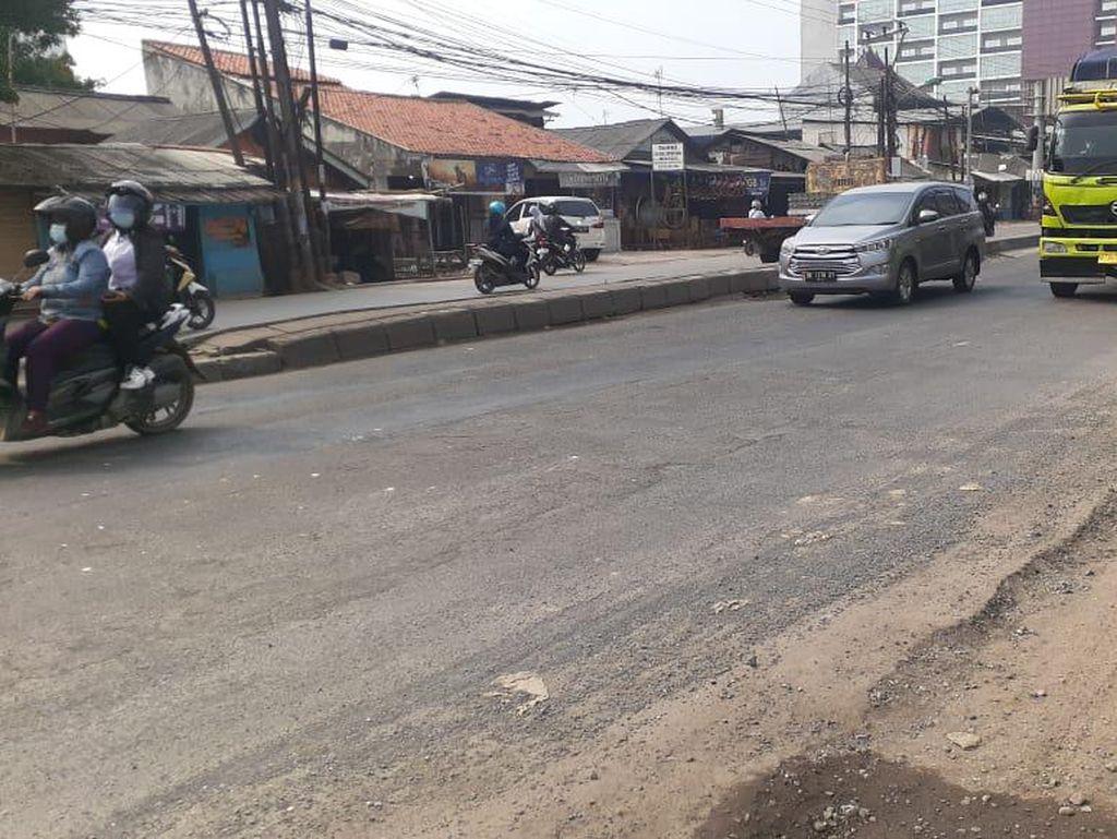 Jl Raya Industri Bekasi Tak Lagi Hancur, Kendaraan Melintas dengan Lancar