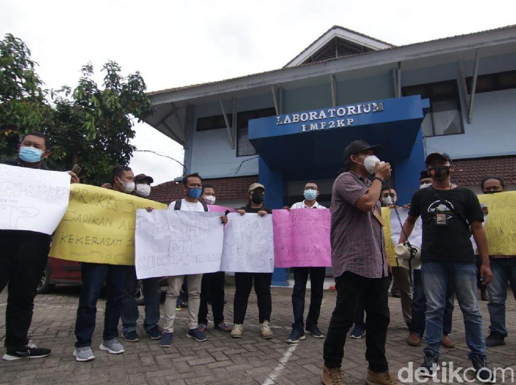 Jurnalis Banyuwangi Juga Demo Kecam Kekerasan Oknum Pengawal Menteri