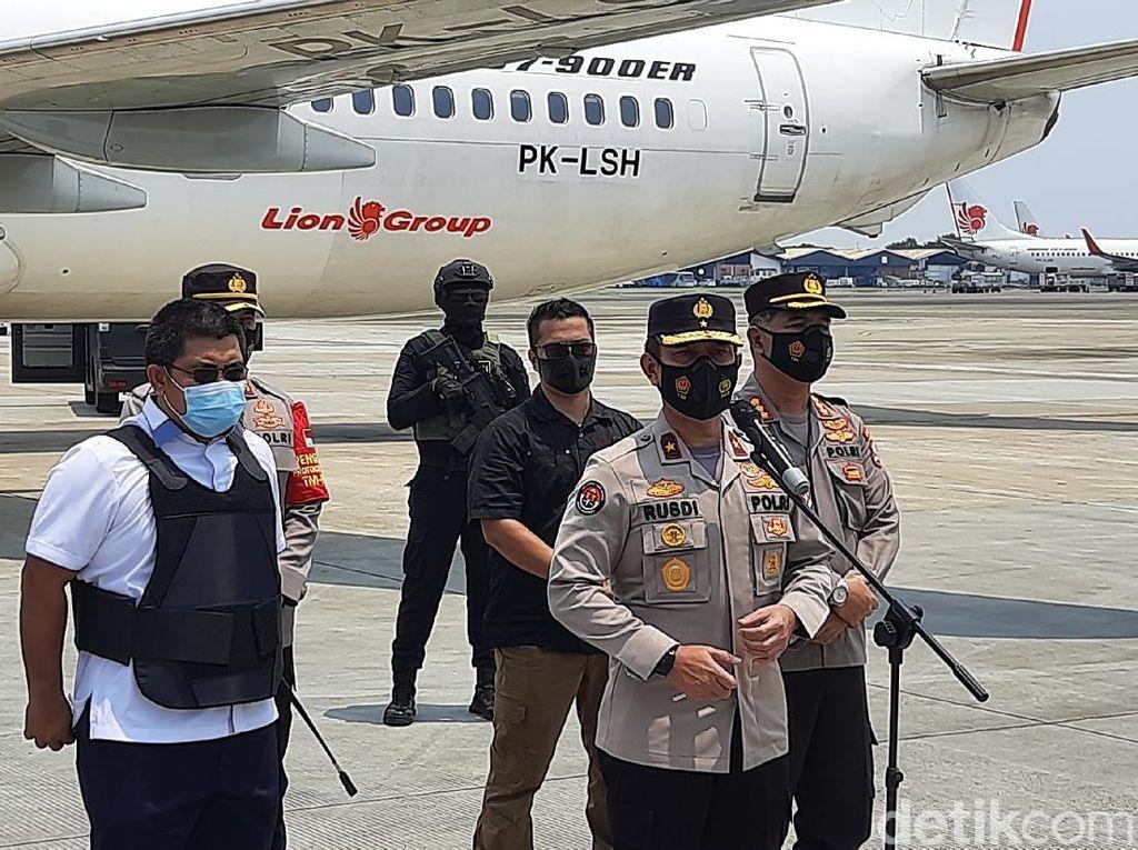 22 Tersangka Teroris Jaringan JI dari Jatim Dibawa ke Rutan Cikeas Bogor