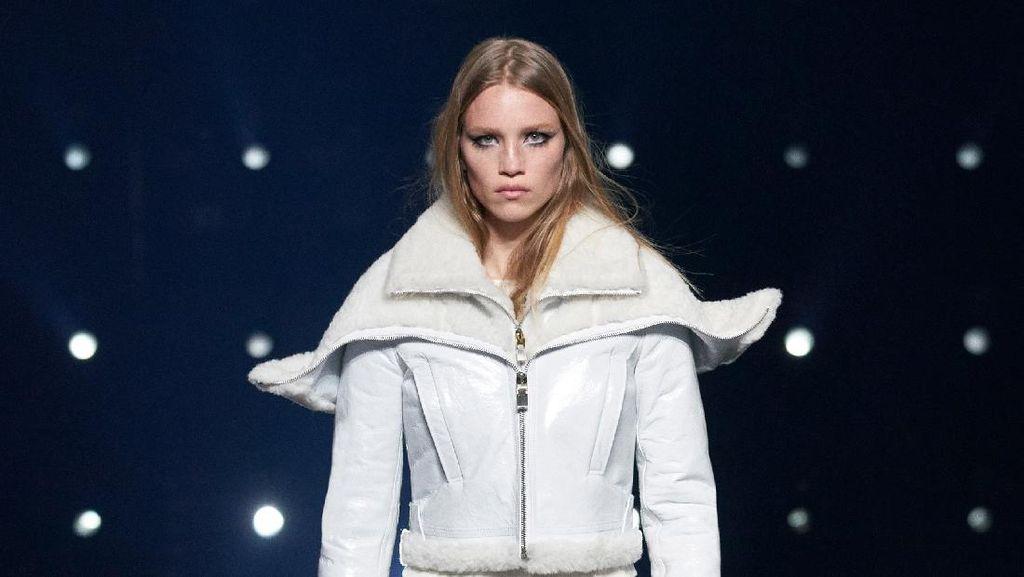 10 Koleksi Busana Monokrom Givenchy Fall/Winter 2021
